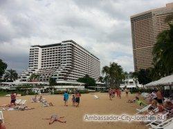Фотогалерея Ambassador City Jomtien Ocean Wing: вид на корпус Амбассадор Океан с пляжа