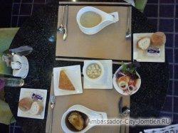 Фотогалерея Ambassador City Jomtien Ocean Wing: как подается обед в ресторане