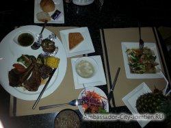 Фотогалерея Ambassador City Jomtien Ocean Wing: как подается ужин в ресторане отеля Океан Винг