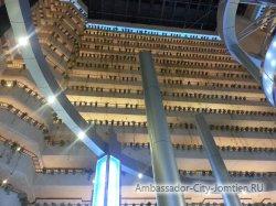 Фотогалерея Ambassador City Jomtien Ocean Wing: вид с первого этажа на внутреннюю структуру отеля Океан Винг