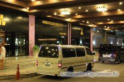 Фотогалерея Ambassador City Jomtien Ocean Wing: первый этаж, подъезд и главный вход