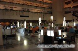 Фотогалерея Ambassador City Jomtien Ocean Wing: Лобби-бар возле стойки администраторов