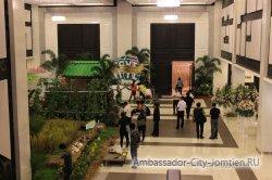 Фотогалерея Ambassador City Jomtien Ocean Wing: возле зала для конференций на первом этаже гостиницы
