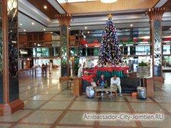 Фотогалерея Ambassador City Marina Tower Wing 3*: скоро новый год (елка у в холле отеля)
