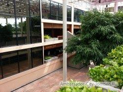 Фотогалерея Ambassador City Marina Tower Wing 3*: вид на отель со стороны перехода к корпусу Ocean