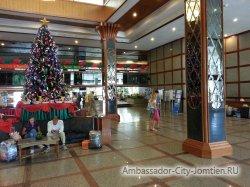 Фотогалерея Ambassador City Marina Tower Wing 3*: скоро новый год -2 (елка у в холле отеля)