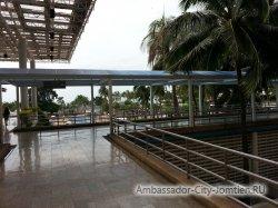 Фотогалерея Ambassador City Marina Tower Wing 3*: переход к корпусу Ocean