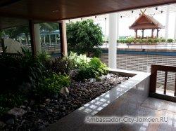 Фотогалерея Ambassador City Marina Tower Wing 3*: второстепенный выход (к большому бассейну)