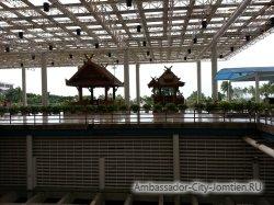 Фотогалерея Ambassador City Marina Tower Wing 3*: беседки у второстепенного выхода