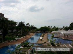 Фотогалерея Ambassador City Marina Tower Wing 3*: вид с общего балкона отеля