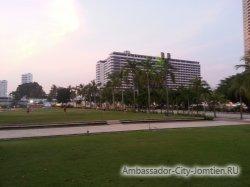 Фотогалерея Ambassador City Jomtien Ocean Wing 4*: вид на корпус со стороны корпуса Ambassador