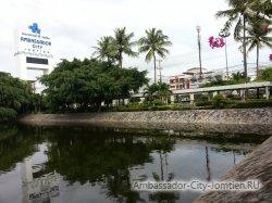 Фотогалерея Ambassador City Garden Wing 3*: вид на вывеску отеля
