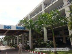 Фотогалерея отеля Ambassador City Inn Wing 2*: центральный вход