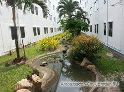 Фотогалерея отеля Ambassador City Inn Wing 2*: искусственная река - элемент дизайна
