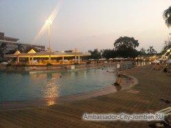 Фотогалерея отеля Ambassador City Jomtien Ambassador Wing 2*: отель ночью