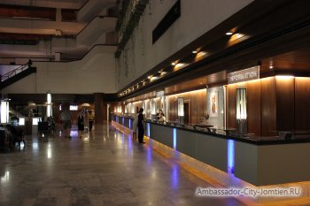 Стойка ресепшен на первом этаже корпуса Ambassador City Jomtien Ocean Wing 4*