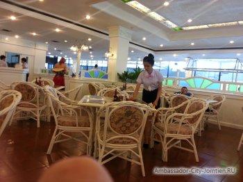 Куда идти на завтрак в отеле Ambassador City Ocean