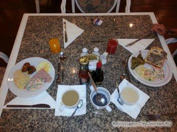 Завтрак в отеле Ambassador City Ocean Wing