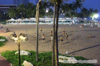Развлечения на пляже (Джомтьен, Ambassador City)