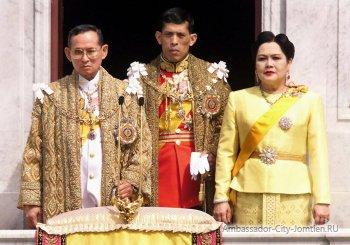 Король Тайланда (слева)