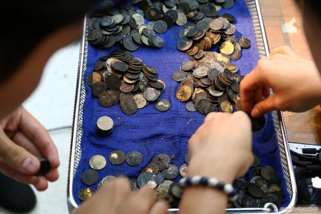 Черепашка съела монеты