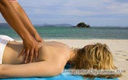На пляжах Паттайи борются с нелегальными массажистами
