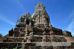 5 туристов предстанут перед судом за неподобающее поведение на территории храма